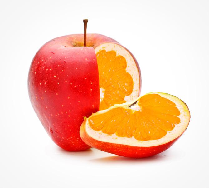 りんごの中にオレンジの写真
