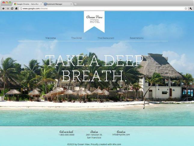 リゾートの写真を背景に使った美しいホームページテンプレート